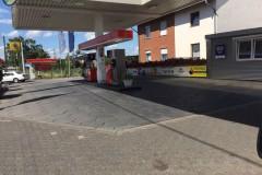 Bodenreinigung einer Tankstelle von ausgelaufenem Diesel